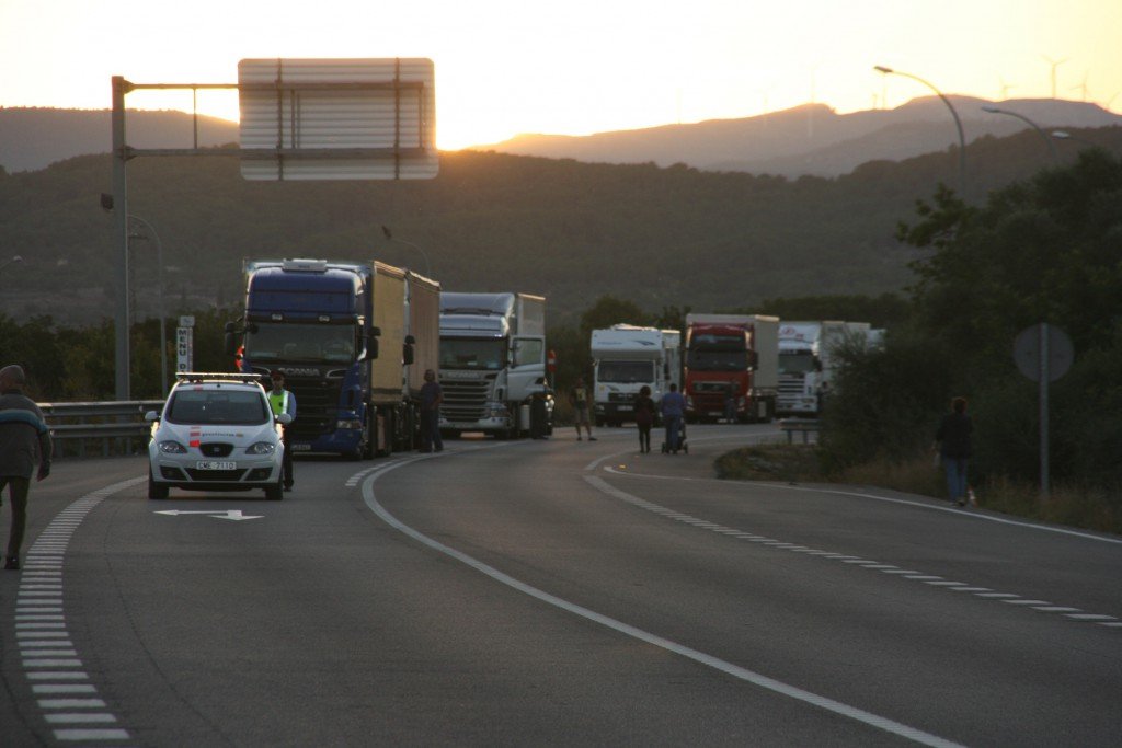 Lorries stopped by N340 protest