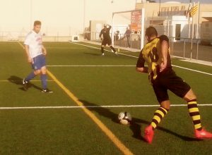 Perelló's new player, Brigi Garcia, about to cross the ball